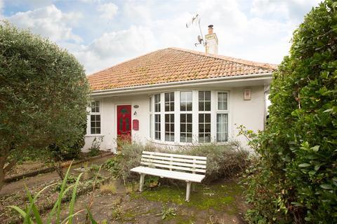 2 bedroom detached bungalow for sale - Ethelbert Road, Birchington