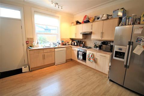 5 bedroom terraced house to rent - St Michael`s Terrace, Headingley, Leeds, LS6 3BQ