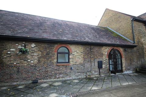 2 bedroom barn conversion to rent - Station Road, Aldbury, Tring