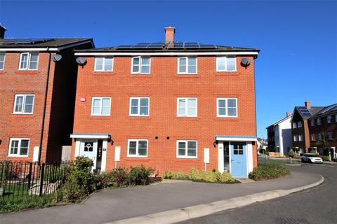 4 bedroom semi-detached house for sale - Jubilee Drive, Church Crookham, Fleet