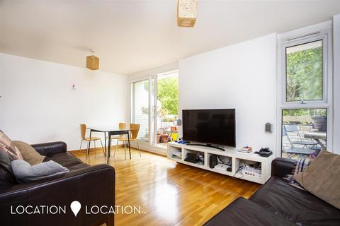 3 bedroom maisonette to rent - Rochford Walk, E8