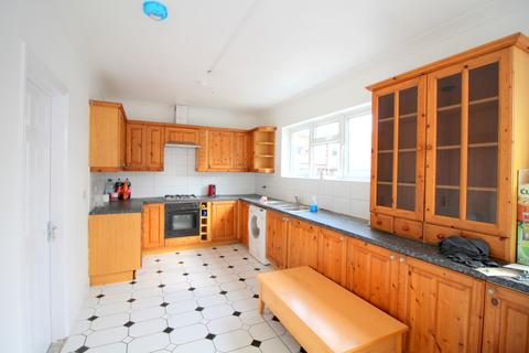 6 bedroom end of terrace house to rent - 284 Hampton Road ILFORD IG1 1PN