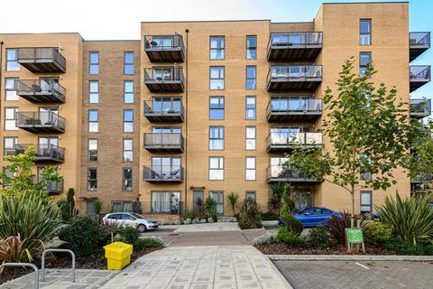 3 bedroom flat for sale - Apple Yard, Anerley