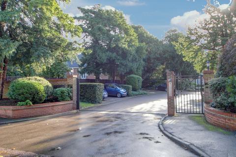 2 bedroom flat for sale - Village Park Close, EN1