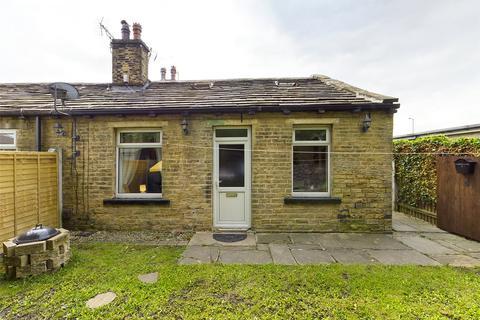 2 bedroom end of terrace house to rent - School Street, Bradford, BD4