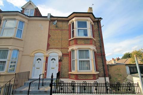 3 bedroom end of terrace house for sale - Royal Pier Road, GRAVESEND, DA12 2BD
