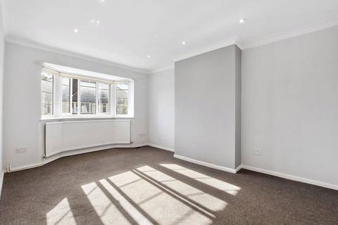 2 bedroom property to rent - The Grange Way, London, N21