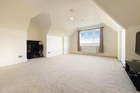 3 bedroom apartment for sale - Box Ridge Road, Purley