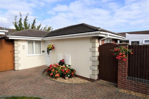 2 bedroom detached bungalow for sale - Highview Gardens, Parkstone