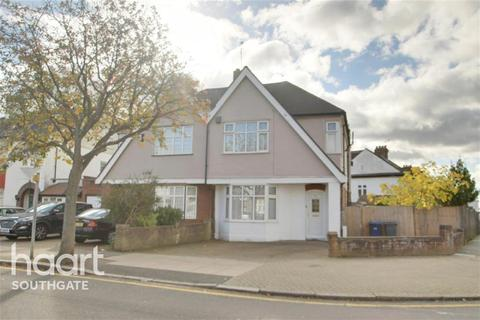 3 bedroom semi-detached house to rent - London