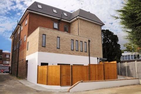 1 bedroom apartment to rent - High Street, Potters Bar, EN6