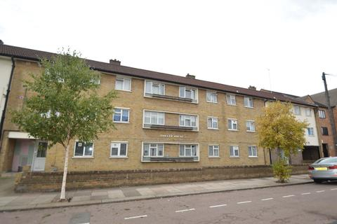 3 bedroom ground floor flat to rent - South Grove, London, N15