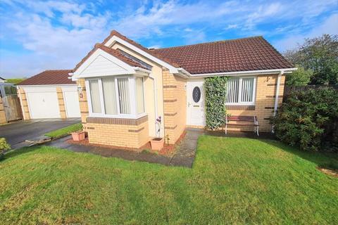 2 bedroom detached bungalow for sale - Carlby Way, Cramlington