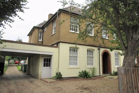 Studio for sale - WIMBLEDON LOWER SLOPES - IDEAL PIED-A-TERRE FOR SINGLE PERSON