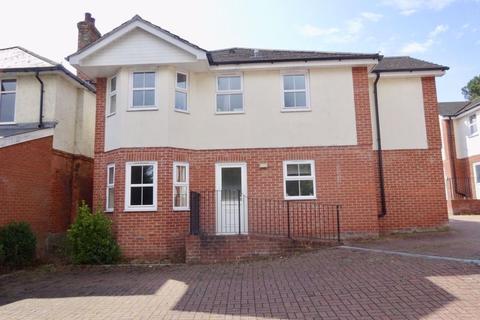 2 bedroom flat to rent - STUDENT TWO DOUBLE BEDROOMS, WINTON