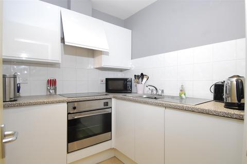 Studio to rent - Central Park Avenue, Plymouth