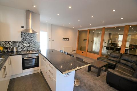 2 bedroom flat to rent - Cliff Road, Brighton, BN2 5RD