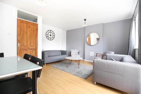 3 bedroom townhouse to rent - (£85pppw) Henry Square, Shieldfield, NE2