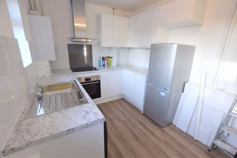 2 bedroom flat to rent - Moat Crescent, Finchley, London, N3