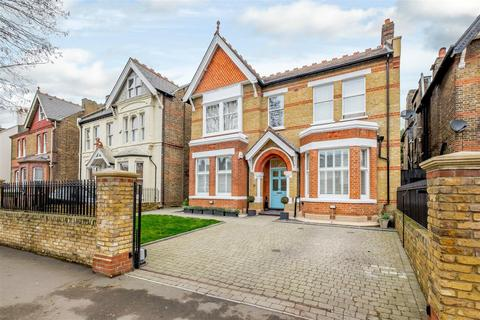 3 bedroom apartment for sale - Madeley Road, London