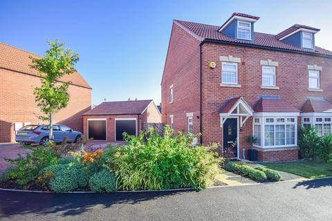 3 bedroom semi-detached house for sale - Heselden Drive, Wakefield
