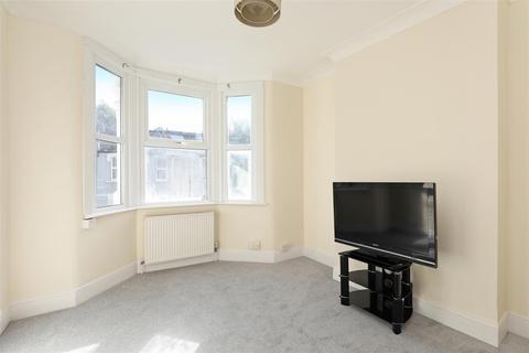 2 bedroom flat to rent - Strathville Road, London