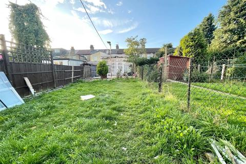 3 bedroom detached house to rent - Haselbury Road, N18