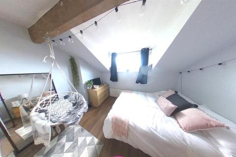 4 bedroom terraced house to rent - Ash Terrace, Headingley, Leeds, LS6 3JD