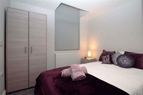 1 bedroom in a house share to rent - Manchester Road, Droylsden