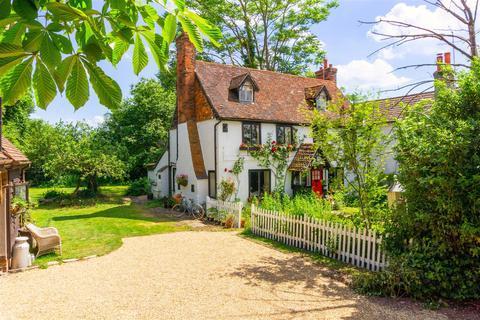 5 bedroom detached house for sale - Victoria Road, Horley
