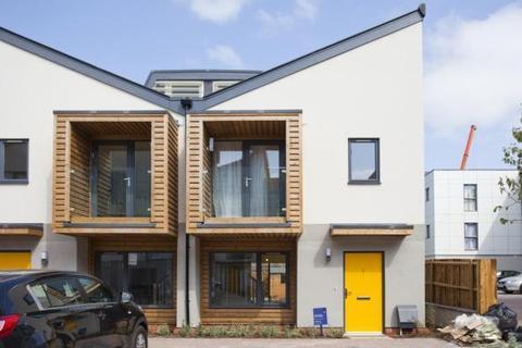 2 bedroom semi-detached house to rent - Cairns Avenue, London, SW16