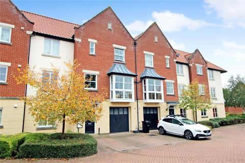 3 bedroom terraced house for sale - Hamilton Court, Trafalgar Square, Poringland, Norwich, NR14