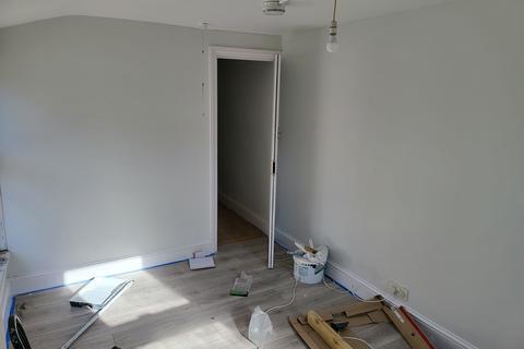 3 bedroom terraced house to rent - Majendie Road, London SE18