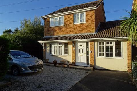 3 bedroom detached house for sale - Flamborough Close: Woodston
