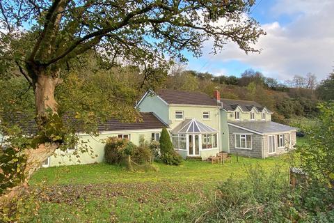 6 bedroom property with land for sale - Llansawel, Llandeilo, SA19