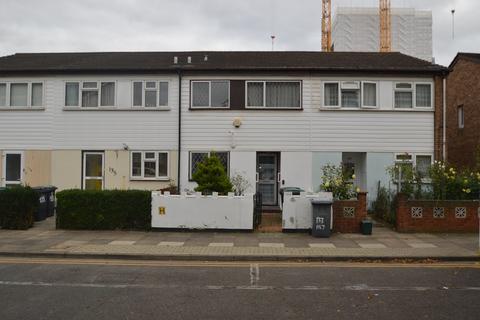 3 bedroom house for sale - Hamilton Close, London, N17