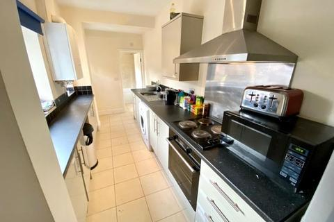 5 bedroom terraced house to rent - 10 Harland Road