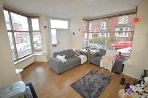 4 bedroom terraced house to rent - 10 Pinner Road
