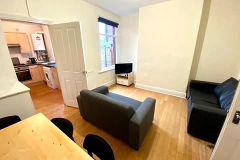 4 bedroom terraced house to rent - 28 Wadbrough Road