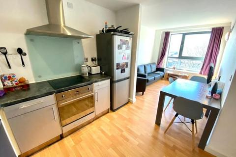 3 bedroom flat to rent - 300 The Aspect