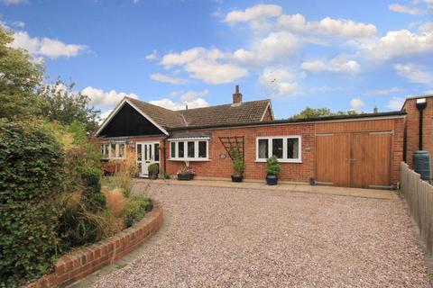 3 bedroom bungalow for sale - Wilstone