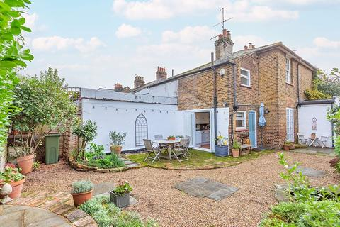2 bedroom semi-detached house for sale - Rushett Close, Thames Ditton, KT7