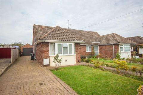 3 bedroom bungalow for sale - Orchard Close, Great Baddow, Chelmsford