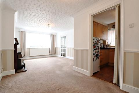 3 bedroom semi-detached house for sale - Wessex Drive, Erith