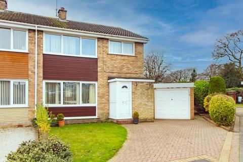 3 bedroom semi-detached house for sale - Ferndale Road, Selby, YO8