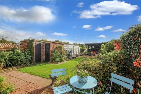 3 bedroom semi-detached house for sale - Grafton Road, Rushden