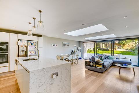 4 bedroom terraced house to rent - Tilehurst Road, SW18