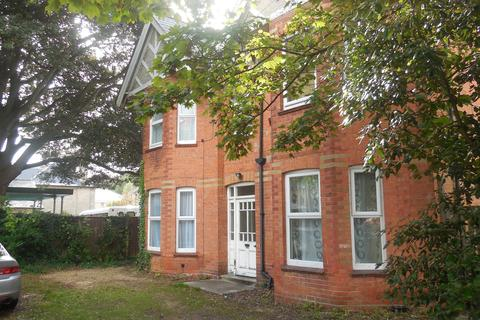 Studio to rent - Westerham Road, Bournemouth BH4