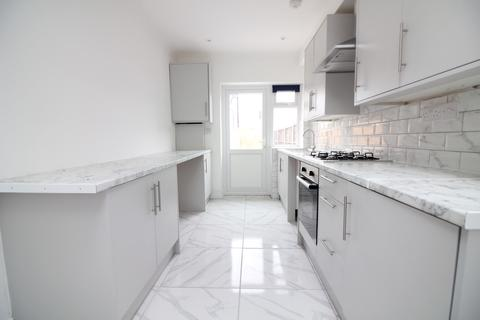 3 bedroom ground floor flat to rent - Somerset Road, Southall UB1