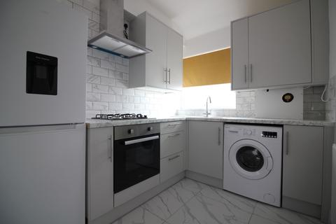 3 bedroom flat to rent - Somerset Road, Southall UB1